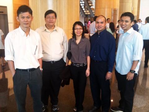(L to R) Neo Say Wei (Service Advocate), Leow Sin Lak (Service Achiever), Kong Hui Yi (Quality Service Administrator), Nik Azizi Bin Mat Zin (Service Achiever), Jum'main Mohd Wahid (Service Advocate)
