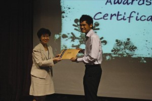 Ridza receiving the award for Most Outstanding Intern