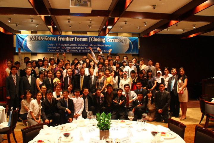 ASEAN_delegates_volunteers_ambassadors_Forum