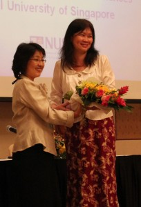 Dr Walker presents a gift of appreciation to Professor Yeoh