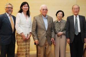 Chairperson Prof Prasenjit Duara, FASS Dean Prof Brenda Yeoh, Emeritus Professor Philip Kuhn, Mrs Wang and Prof Wang Gungwu