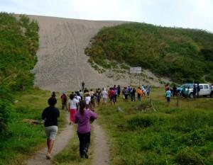 Heading towards the towering Sigatoka sand dunes