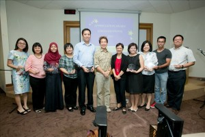 Assoc Prof T C Chang and Dr Rosaleen Ow with Organisation Representatives