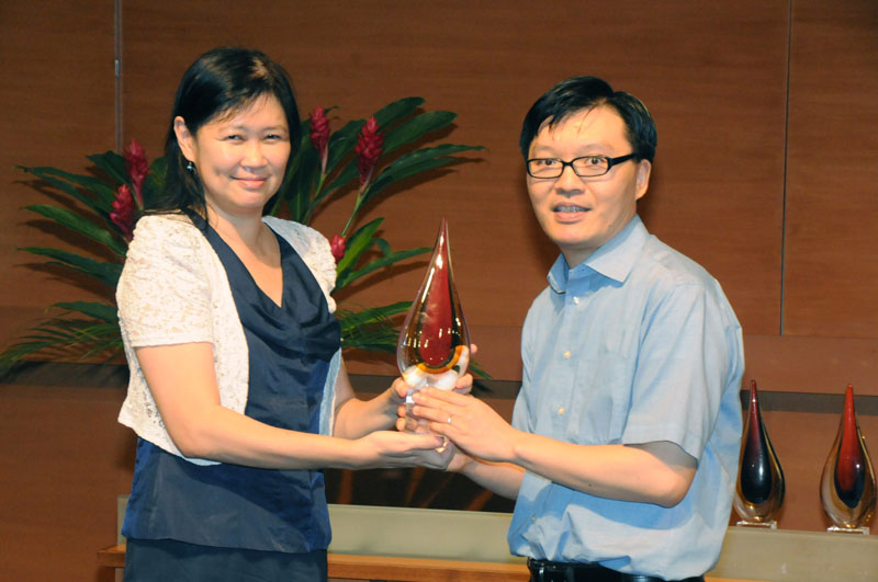 A/P Mike Cheung wins Faculty Research Award 2012
