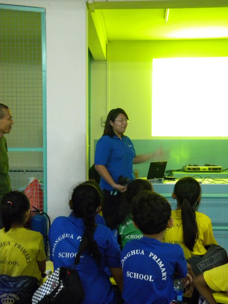 Tze Kwan talking to the kids about what civets eat!