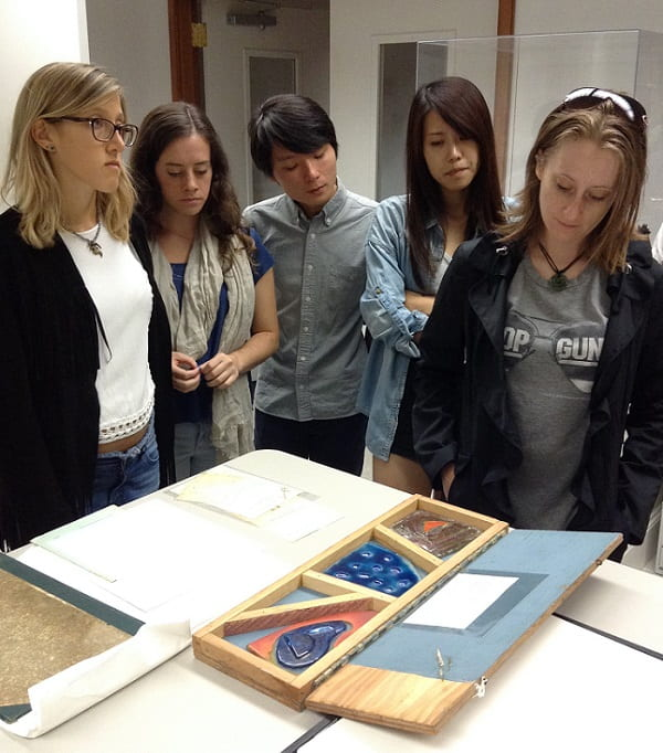 Arts Management students tour Bywaters Special Collections