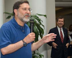 Provost Paul Ludden and President R. Gerald Turner at the 2007 AARO Ice Cream Social