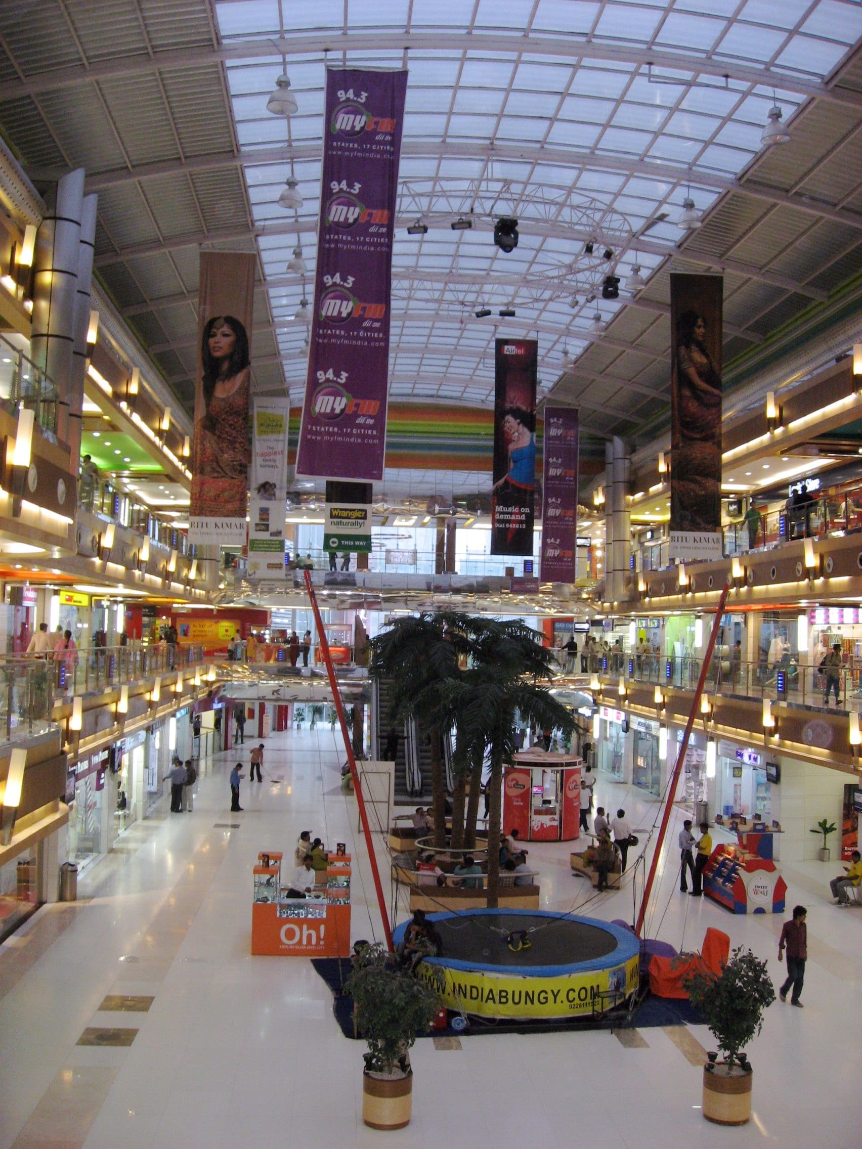 Mall, Shopping Center & Retail Experience
