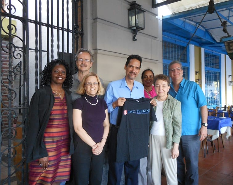 Alfredo Rafael Gonzalez Carballosa, Decano (dean) of the Seminario Metodista in Cuba and a 2006 alumnus of the Course of Study School at Perkins (center, holding T-shirt), with United Methodist-affiliated members of our group: (from left) Tamara Lewis, Tim McLemore, Rebekah Miles, Karen Baker-Fletcher, Jeannie Treviño-Teddlie, plus immersion leader Carlos Cardoza-Orlandi