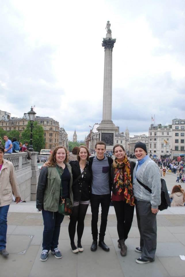 Theatre majors Jenna ('15), Becca ('16), Parker ('16), Stephanie ('15) and Ryan ('15) in Trafalgar Square.