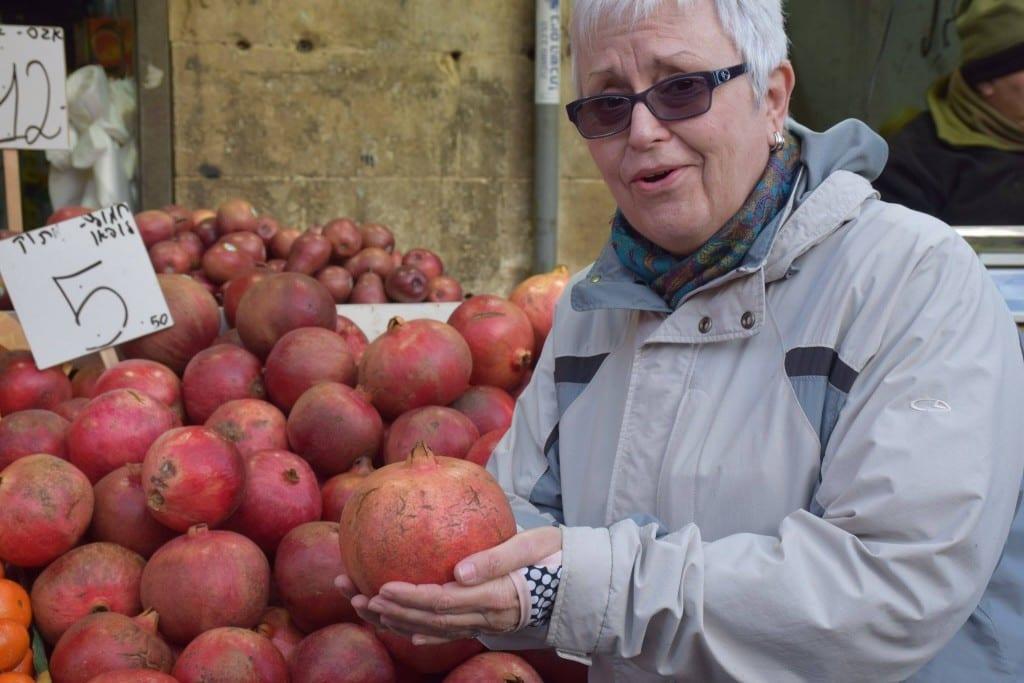 Lynette Ross (M.Div.'12) shops for pomegranates at the Mahane Yahuda Market.