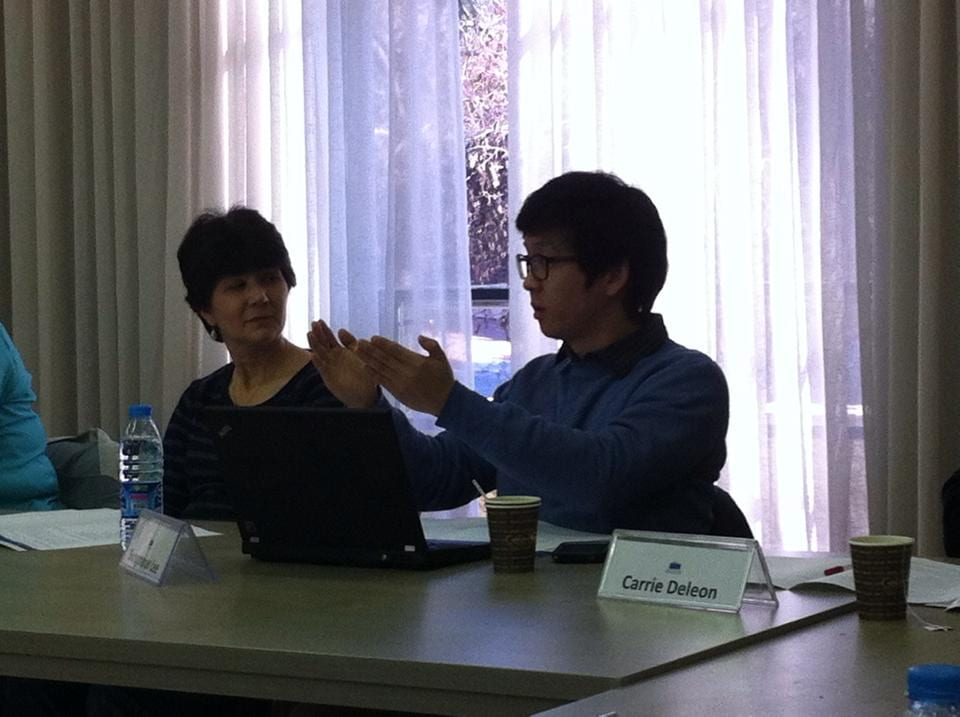Cindy Riddick (M.Div.'13) and second year M.T.S. student Sungmoon Lee engage in discussion at the Shalom Institute.