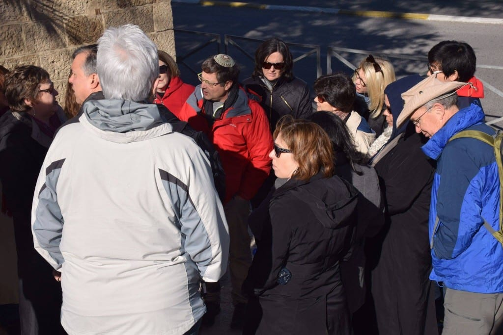 Students and alums enjoy a walking tour of Jerusalem with members of the Shalom Hartman Institute.
