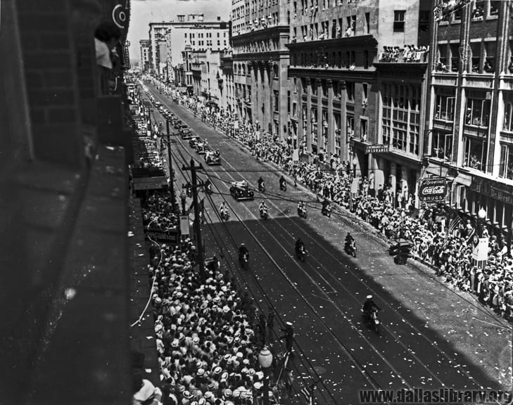 Crowds line Dallas Main Street for a parade, 1936