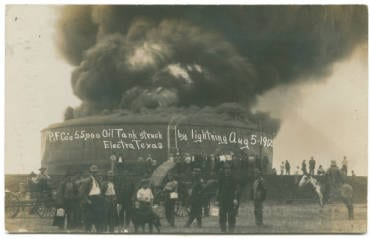 P. F. Co.'s 55,000 Oil Tank struck by lightning Aug. 5, 1912, Electra, Texas