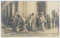 Emplazando un cañón en una de las calles de Nuevo México., ca. February 9-18, 1913, DeGolyer Library, SMU.