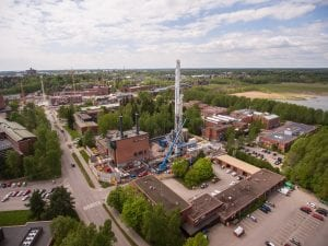 Aerial photo of st1 site with drilling rig in the center.