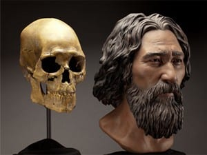 The skull of Kennewick Man and a sculpted bust by StudioEIS based on forensic facial reconstruction by sculptor Amanda Danning. (Credit: Brittany Tatchell)