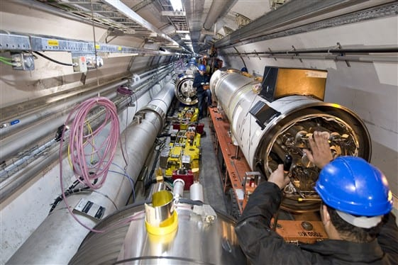 Quadrupole%20placement%20in%20LHC%20tunnel%2C5-20-09.jpg