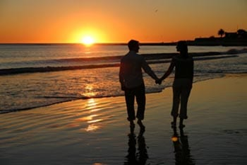 Beach%20couple%20sunset%20350-96.jpg