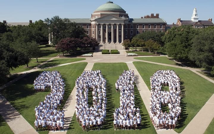 Class of 2018 photo on Main Quad.