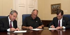 jones-signs-contract-ext.jpg