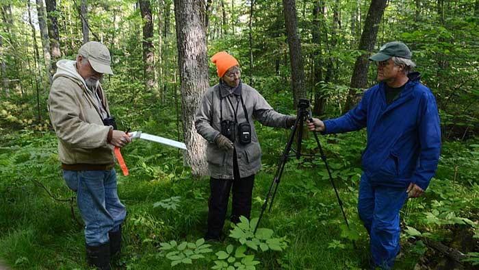 Volunteers record birds.