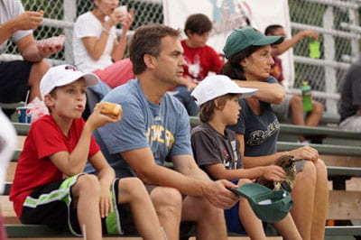 Slideshow: UW-Green Bay night at the Bullfrogs was a hit