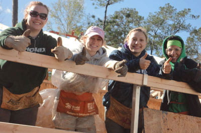 UWGB students, Habitat for Humanity