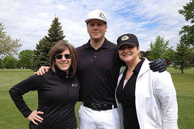 Alumni outing a swinging success