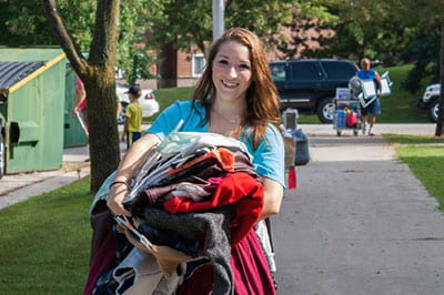 Movin' on in: Scenes from freshman move-in day at UW-Green Bay