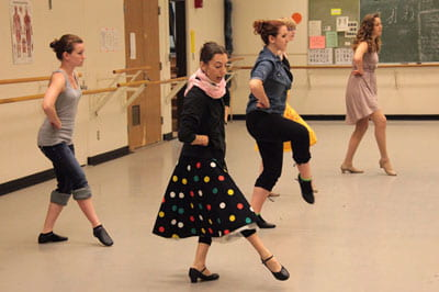 Mastering dance class, students get lessons from visiting artist