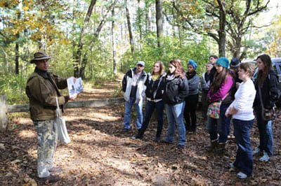 Student 'Sustainabilty Community' learns together on green field trip