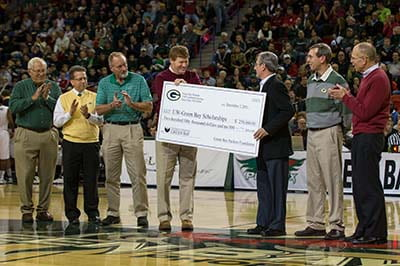 UW-Green Bay accepts record Packers gift for scholarships