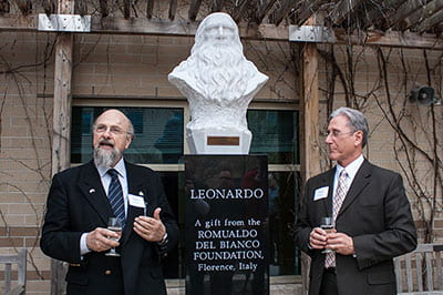 Nuova casa: UW-Green Bay celebrates da Vinci statue dedication
