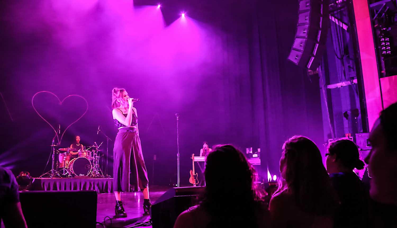 Daya Performs at Weidner Center