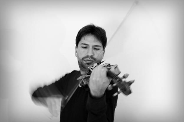Luis_Fernandez_B&W_Violin_Performing