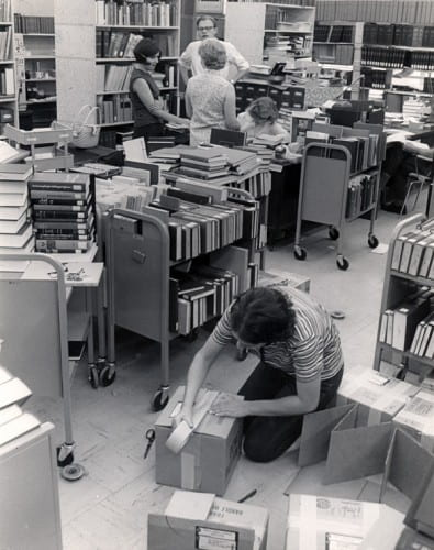 Photo memory 45 - Library above Schmidt's Discount Store on Main Street in 1968