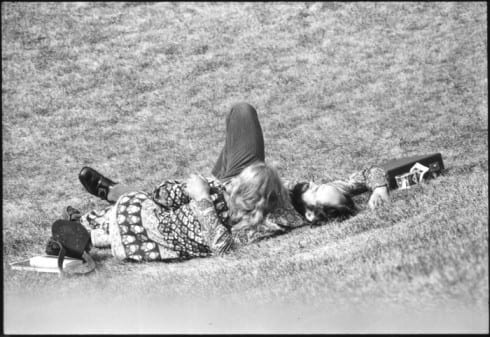 Photo memory 47 - Couple laying on the grass