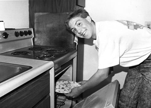 Photo memory 54 - Baking Pizza in a UW-Green Bay Apartment - 1990