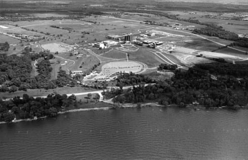 Photo memory 60 - Early aerial view of campus from the bay