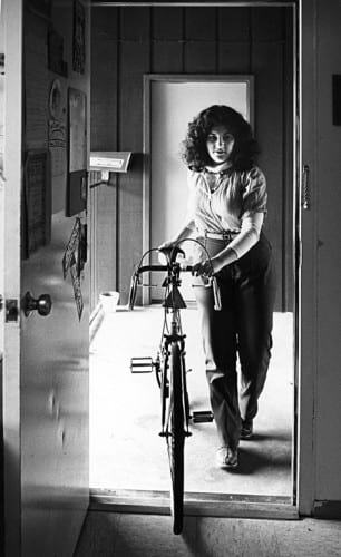 Photo memory 66 - Girl with a bike in an apartment doorway