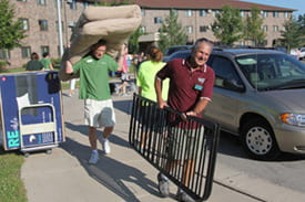 Freshman move-in day, UW-Green Bay