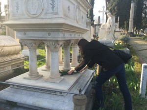 Laying flowers on Elizabeth Barrett Browning's Grave