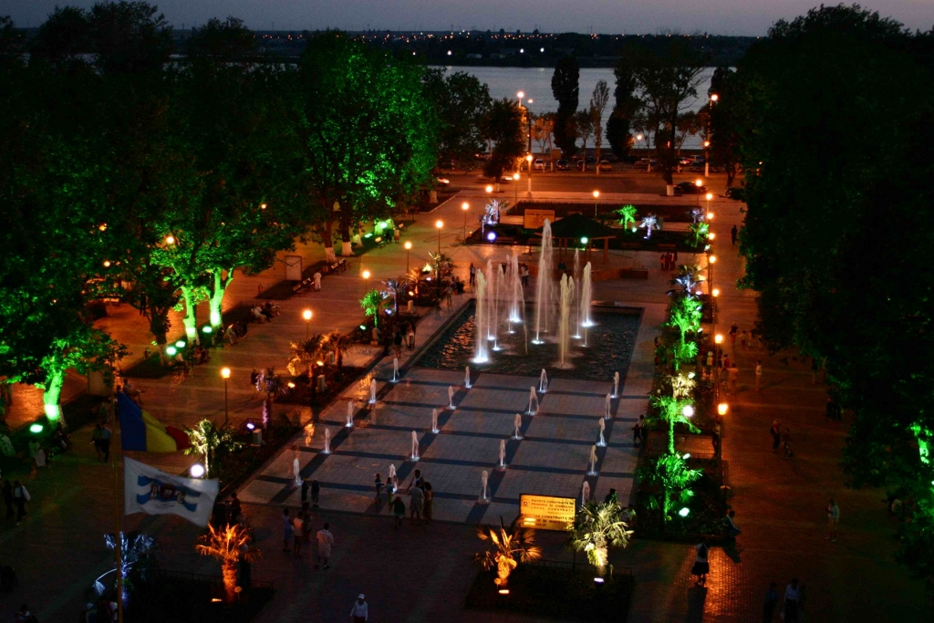 summer-night-mamaia-resort