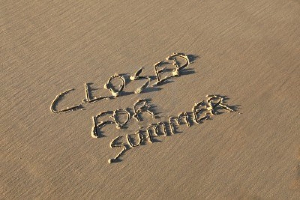 9676404-a-summer-holiday-concept--closed-for-summer