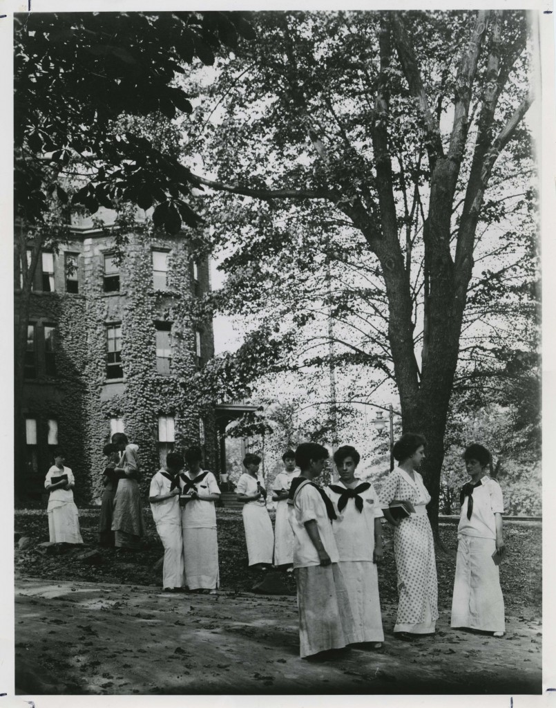 PCW students gathered on the lawn of Berry Hall I in 1914. Source: Chatham University Archives & Special Collections