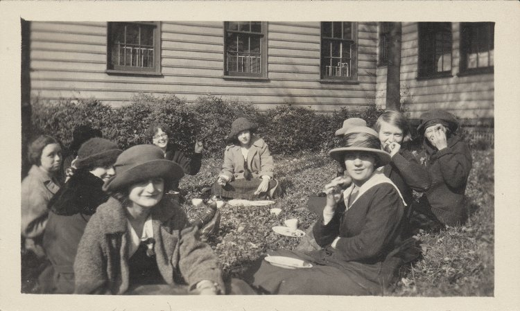 On Mountain Day 1923, students enjoy lunch on the Allen Farm in the Brookside Farms development of Upper St. Clair.