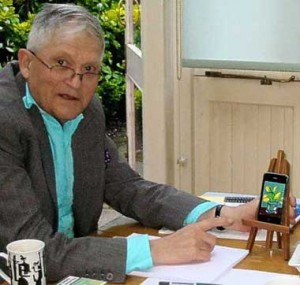 David Hockney next to an iPhone on an easel with his drawing displayed