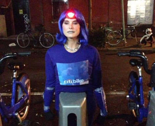 Brooke-Shields-CitiBike-Halloween1-537x439
